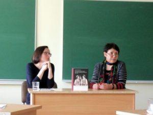 Monografijos pristatymas. Iš kairės: dr. Dalia Cidzikaitė ir prof. dr. Danutė Petrauskaitė