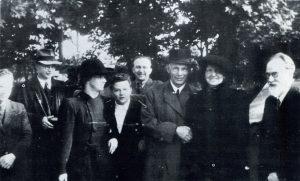 Išleidžiant prof. V. Stanką į JAV, 1949 m. gegužės 31 d. Iš karės: P. Gruodis, J. Vengris, E. Stankaitė, E. Eimaitytė, F. Bintakys, V. Stanka, N. Stankienė, M. Biržiška